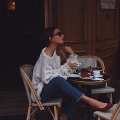 nothing beats a coffee at a Paris cafe and this @laredoute_uk sweater is the cosiest knit ever! I ordered mine 5 sizes too big so it would be extra slouchy! #LRfashionweek #paris #pfw