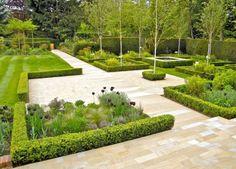 revêtement de sol extérieur en pierre buis et fleurs pour le jardin