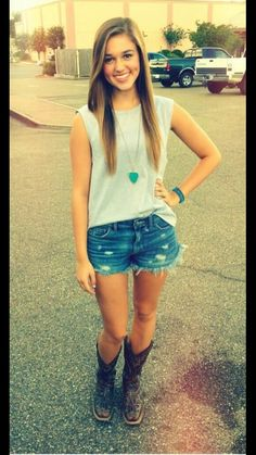 Sadie Robertson from duck dynasty >> cute jeans shorts, tank and cowgirl boots! She's sooo cute sadie Robertson is my inspiration bec she is a good citizen loves her great family and even more loves Jesus! Fair Outfits, Outfits For Teens, Concert Outfits, Fair Outfit Ideas, Cute Spring Outfits, Cool Outfits, Outfit Summer, Summer Shorts, Winter Outfits