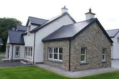 Blue Centre Sandstone mixed with Omagh Blue Stone - Coolestone Stone Importers Suppliers Masonry Tyrone Northern Ireland Modern Bungalow Exterior, Stone Exterior Houses, Bungalow House Design, House Front Design, Stone Houses, Bungalow Ideas, Dormer House, Dormer Bungalow, Stone Front House