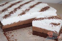 Vynikající řezy s příchutí kávy. Na vrchu vyšlehaná šlehačka a ozdobená strouhanou čokoládou. Autor: Kvietok278 Pastry Cook, Cake Recipes, Dessert Recipes, Blondie Brownies, Cake Brownies, Cooking Cake, Easy Cake Decorating, Hungarian Recipes, Sweets Cake