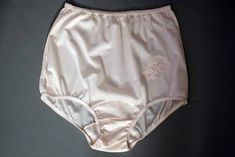 NANCY KING Vintage Collection 100/% Nylon Applique Full-Cut Pink Brief Size 5//SML