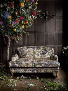 Interior inspiration: floral print fabrics sofa   flower tree, this vintage look is awesome!