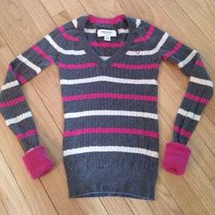 American Eagle Gray V-Neck Sweater - Small/XS American Eagle Gray V-Neck Sweater with pink & white stripes. Size says Small but fits like an XS. In excellent used condition. American Eagle Outfitters Sweaters
