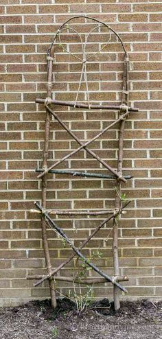 Creative garden features you can DIY for free using twigs, sticks, and branches. Ideas include trellises and plant supports as well as garden artwork Diy Trellis, Garden Trellis, Garden Gates, Garden Art, Privacy Trellis, Obelisk Trellis, Trellis Ideas, Garden Villa, Herbs Garden