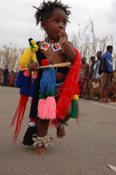 Baby in costume at Reed Dance festival or Umhlanga, one of Swaziland's traditional event. The event takes place at the Ludzidzini Royal Village. Religions Du Monde, Cultures Du Monde, African Life, African History, African Men, September Holidays, African Children, African Animals, Thinking Day