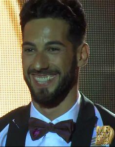El Ganador del Certamen Mr. Gay España 2014 luciendo una de las pajaritas www.carev.es