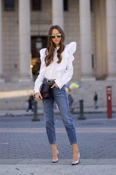 Versatile and always classic, it's hard to go wrong with a trusty white shirt. Whether you're wearing it to the office or on the weekend, below are over 20 ways to wear a white shirt. Skater Girl Outfits, Crop Top Outfits, Sporty Outfits, Urban Outfits, Stylish Outfits, Cool Outfits, Blazer Outfits, Outfits Primavera, Mom Jeans Outfit