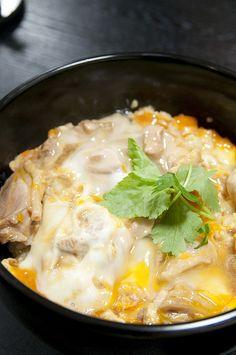 Cucina giapponese: ecco Oyakodon, piatto unico con pollo, uova e riso...in famiglia!