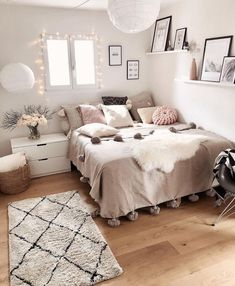 Cute Bedroom Ideas, Cute Room Decor, Bedroom Inspiration, Bedroom Inspo, Bedroom Ideas For Small Rooms For Teens For Girls, Wall Decor, Wall Art, Cozy Master Bedroom Ideas, Cozy Bedroom Decor