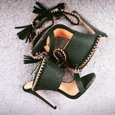 Totally obsessed with signature green python Zmeya Sandals Summer Essentials! Fab Shoes, Pretty Shoes, Crazy Shoes, Beautiful Shoes, Cute Shoes, Me Too Shoes, Sexy Heels, High Heels, Shoe Boots
