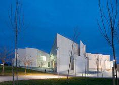 Health Sciences Faculty in Zaragoza by Taller Básico de Arquitectura