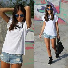 short de mezclilla con blusa blanca