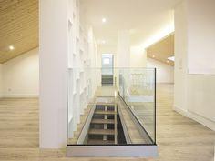 Sótão da Família Maia #loftrenovation #loft #architecture #stairs #livingroom #upcycled #storage #homedecor #furniture #interiors #interiordesign #homeinspiration #details #homesweethome #homestoriespt #umaobraumahistória