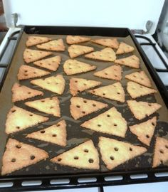 Rýchle syrové krekry (fotorecept) - Recept Diy And Crafts, Desserts, Food, Basket, Deserts, Dessert, Meals, Yemek, Postres