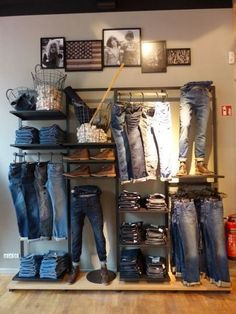 Merchandising ideas Clothes Store Interior Boutiques Visual Merchandising Ideas Tips to Clothing Store Interior, Clothing Store Displays, Clothing Store Design, Men's Clothing, Boutique Store Design, Boutique Store Displays, Vintage Store Displays, Clothing Stores, Clothing Accessories