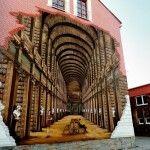 Street art protagonizado por libros. Mural en la biblioteca de Ustron, Polonia