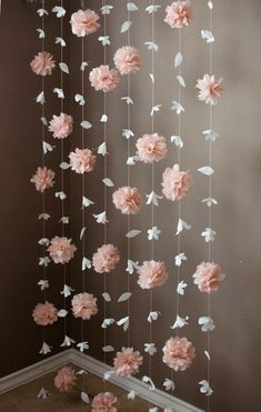 Paper Flower and Tissue Paper Puff Garland Papierblumen- und Seidenpapier-Hauchgirlande Paper Flower Garlands, Diy Flowers, Tissue Paper Decorations, Paper Flowers Wedding, Tissue Paper Flowers, Paper Wedding Decorations, Flower Paper, Hanging Paper Flowers, Flowers Decoration