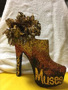 Hombre with leopard flower Muses Shoes, Glitter Shoes, Mardi Gras, High Heels, Fancy, Flowers, Inspiration, Ideas, Carnival