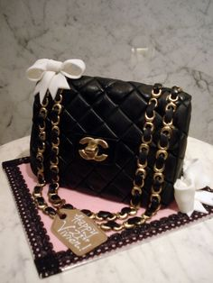 Chanel purse CAKE - most popular Bolo Chanel, Chanel Cake, Chanel Party, Shoe Cakes, Cupcake Cakes, Chanel Birthday Cake, Channel Bags, Custom Birthday Cakes, Cakes For Women