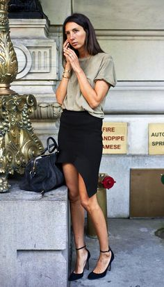 GERALDINE SAGLIO FRENCH VOGUE PARIS EDITOR STREET STYLE GREEN GRAY TEE T SHIRT BLACK FLARED RUFFLED HEM ASYMMETRICAL SKIRT ROUND TOE ANKLE STRAP HEELS GOLD BANGLES BRACELETS LOUIS VUITTON SC SOFIA COPPOLA SUEDE GRAY BAG