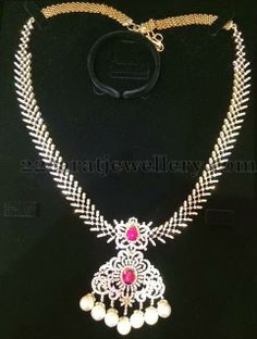 Jewellery Designs: Medium Size Chic Necklace with Diamonds