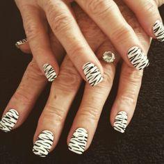 Bold zebra shellac