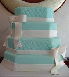 love the tiffany wedding cakes but this one needs a little more sparkle and a tiny bit of coral. Tiffany Wedding Cakes, Tiffany Blue Cakes, Tiffany Party, Bleu Tiffany, Tiffany Box, Pretty Cakes, Cute Cakes, Beautiful Cakes, Amazing Cakes