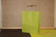 Bolsas de papel con asa rizada.