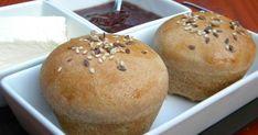 Hidegen kelesztett, este összegyúrós, reggel sütős, friss, ropogós, de nem kemény héjú zsemle. Jól bemutattam ugye? :-) Vakáció van ezen ... Muffin, Low Carb, Bread, Breakfast, Food, Morning Coffee, Muffins, Breads, Baking