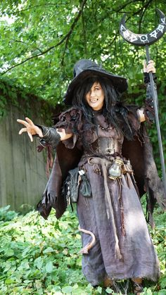 More trash witch Strix Witch Costumes, Fantasy Costumes, Cosplay Costumes, Witch Cosplay, Fantasy Witch, Larp, Medieval Witch, Steampunk Witch, Fair Outfits
