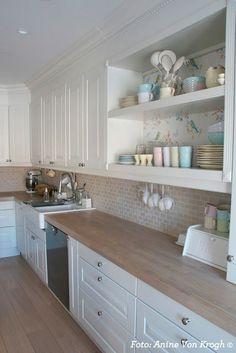 You searched for label/Kjøkken - Villa Von Krogh Kitchen Room Design, Kitchen Tiles, Home Decor Kitchen, Interior Design Kitchen, Country Kitchen, New Kitchen, Home Kitchens, Kitchen Cabinets, White Cabinets
