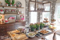 Ideas For Breakfast Table Decorations Brunches Buffet Ideas Breakfast Buffet Table, Buffet Set, Breakfast Bar Kitchen, Brunch Buffet, Party Buffet, Buffet Ideas, Buffet Tables, Brunch Decor, Brunch Party