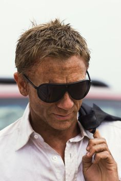 "Daniel Craig on the set of ""Quantum of Solace"" Rachel Weisz, Daniel Craig Style, Daniel Craig James Bond, Marc Forster, Craig Bond, Beautiful Men, Beautiful People, Daniel Graig, Z Cam"