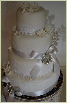 WHITE WEDDING CAKE -PEARL