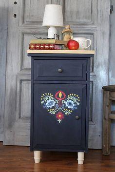 HaM / Folklórny nočný stolík - predaný
