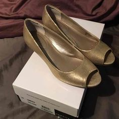 New Alfani Gold Lizard wedge - Mercari: Anyone can buy & sell