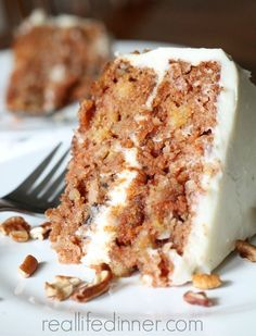 This Classic Carrot Cake recipe is perfectly moist and delicious. The cream cheese frosting is to die for! Always a go to dessert for Easter. Just Desserts, Delicious Desserts, Yummy Food, Baking Recipes, Cake Recipes, Dessert Recipes, Recipes Dinner, Great Carrot Cake Recipe, Food Cakes