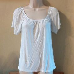 White top The perfect white top.  It's flowy and has a tie in the back at the neckline.  Goes with everything! Old Navy Tops