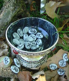 Divination: A bowlful of Rune Stones. We use Rune Stones for oracle channels and made our own from chosen earth treasures. Psychic Love Reading, Rune Reading, Ancient Runes, Viking Runes, Futhark Runes, Elder Futhark, Wiccan, Witchcraft, Vikings