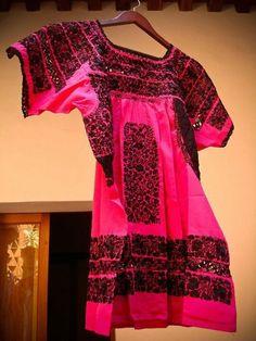 Huipil Rosa Mexicano, museo textil de Oaxaca.