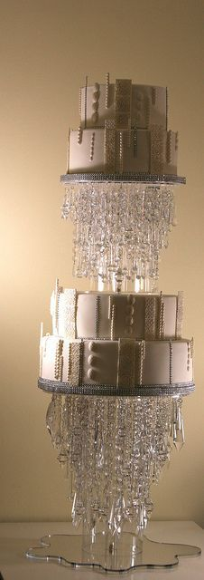 love the chandelier cake stand, could prolly make. Crazy Cakes, Fancy Cakes, Beautiful Wedding Cakes, Beautiful Cakes, Amazing Cakes, Unique Cakes, Creative Cakes, Chandelier Cake, Chandelier Wedding