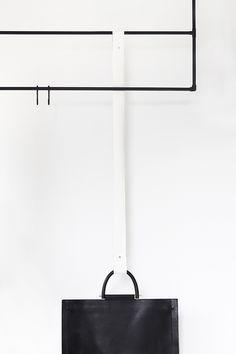 DIY: leather strap bag holder