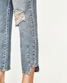 HIGH-RISE STRAIGHT FIT JEANS