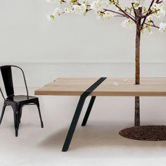Pi03 Grande table d'extérieur largeur 120 cm en planches de chêne massif et acier pouvant accueillir un ou deux petits arbres