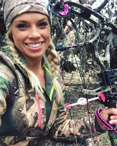 Kendall Jones Bow Hunting Women, Hunting Girls, Deer Hunting, Woman Archer, Archery Girl, Bow Hunter, Outdoor Woman, Girls Bows, Horse Girl