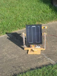 Portable Solar Tracker (No microcontroller required!) #woodworking