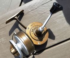 mande in france (1960's i believe). -very good condition -drag is very precise as this was a quality reel from that era search; spinning reel, crack, cardinal 3, cardinal 4, vintage, collector, fishing, free, float fishing, float reel, bass, walleye, pike