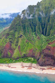 Kalalau Beach Hawaii (By Michael Sweet ) Beautiful Islands, Beautiful World, Beautiful Places, Places To Travel, Places To See, Hawaii Travel, Kauai Hawaii, Hawaii Usa, Hawaiian Islands