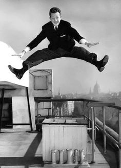 29 Sep 1955 - Singer and dancer Donald O'Connor jumping on the roof of his hotel… Golden Age Of Hollywood, Classic Hollywood, Old Hollywood, Merle Oberon, Sean Penn, Catherine Deneuve, James Dean, Ballroom Dance Quotes, Donald O'connor
